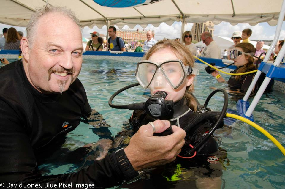 Divemaster doing discover scuba